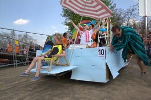 Sonderpreis Stadtwerke: Synchronschwimmgruppe vom Sportbad Süd mit den Sprungturm des Todes